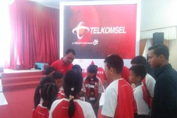 Telkomsel Berikan 2.500 Paket Sembako Murah Untuk Dhuafa