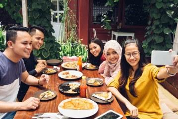 6 Hal Konyol yang Dihadapi Saat Ajak Buka Puasa Bersama