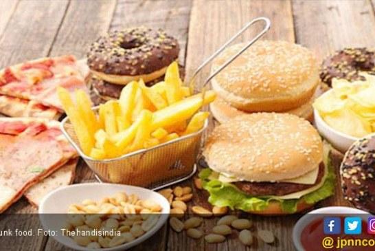 Hobi Makan Junk Food Bisa Memicu Kebutaan?