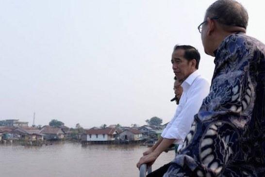 Jokowi Tinjau Program Penataan Kawasan Tepian Sungai Kapuas