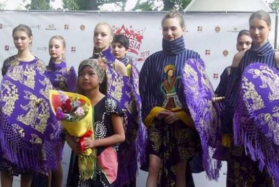 Desainer Cilik Akeyla Naraya Gandeng Difable untuk Membatik
