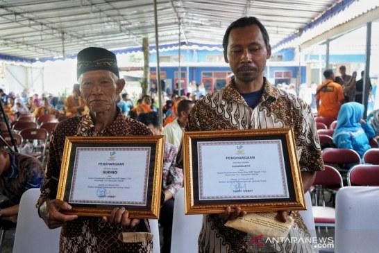 2 Penolong Siswa SMPN 1 Turi Sleman dengan Berat Hati Menerima Penghargaan