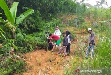 Lereng Gunung Padang Rawan Longsor
