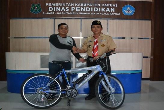 Disdik Kapuas Sumbang Sepeda